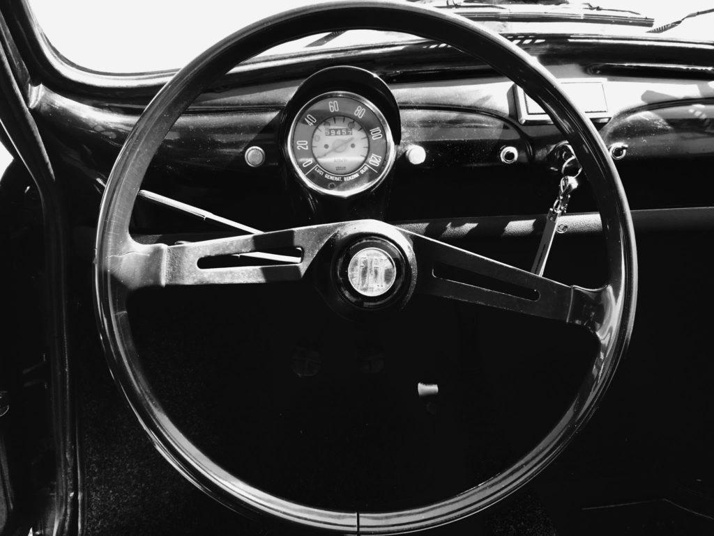 volant FIAT 500- voiture anciennes - location de voitures de mariage